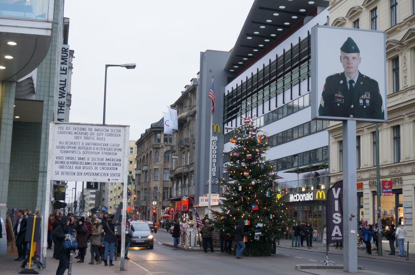 Checkpoint Charlie Model (7)